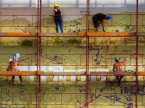 Förberedelse inför renovering och målning av sal